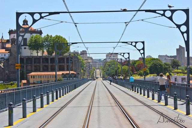 Puente del tren sobre el Rio en Oporto