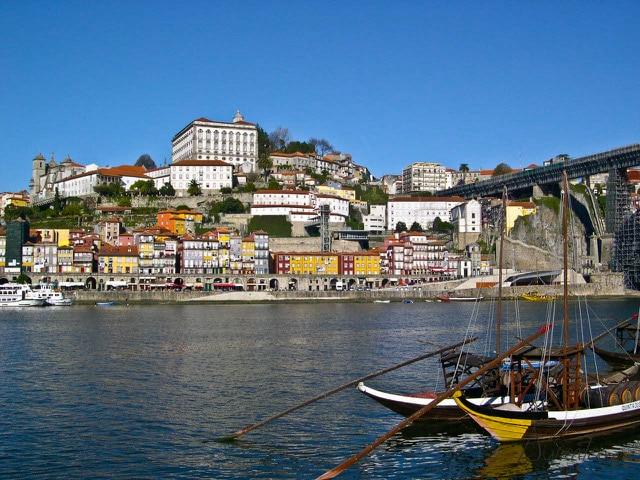Barcos tipicos en Oporto. Ravelos