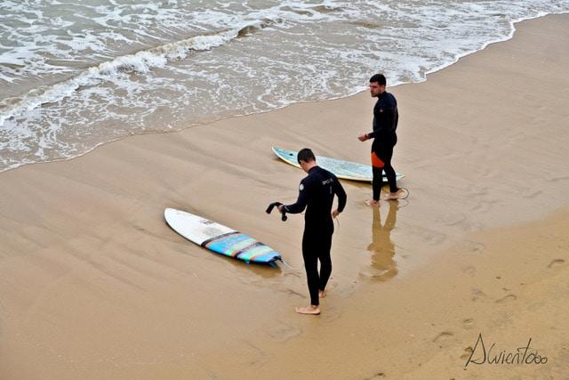 alvientooo haciendo surf en gijón