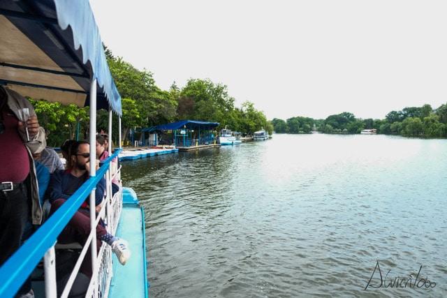 paseo en barco por el lago de Bucarest