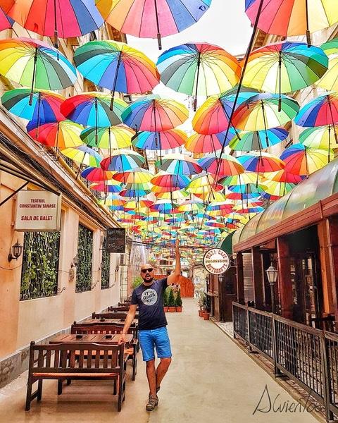 Pasajul Victoriei o la calle de los paraguas de Bucarest