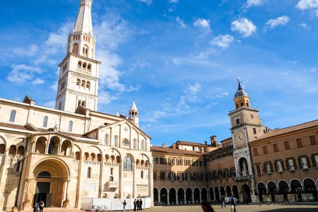 Duomo di Módena y la Ghirlandina,