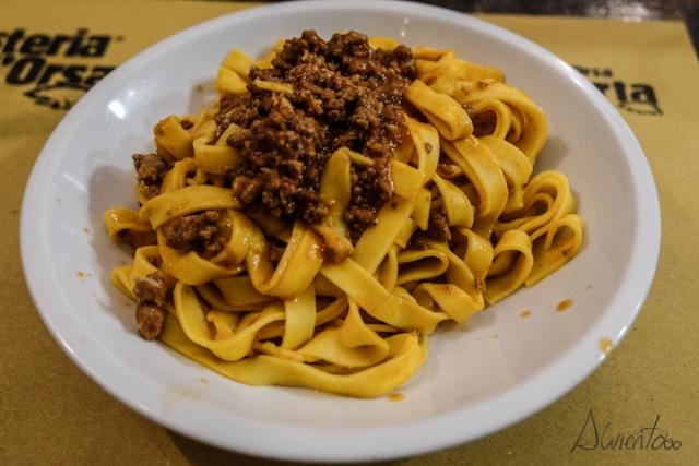 comer pasta en bolonia