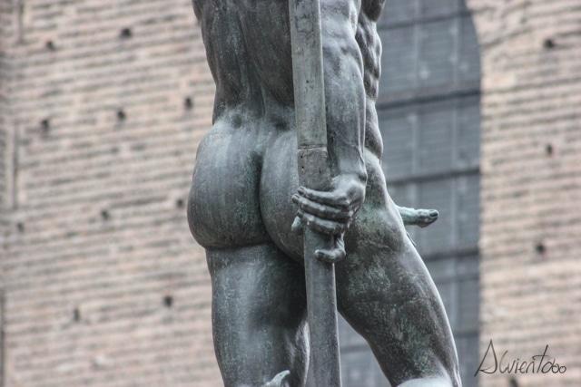 Piazza de Neptuno bolonia y sus atributos