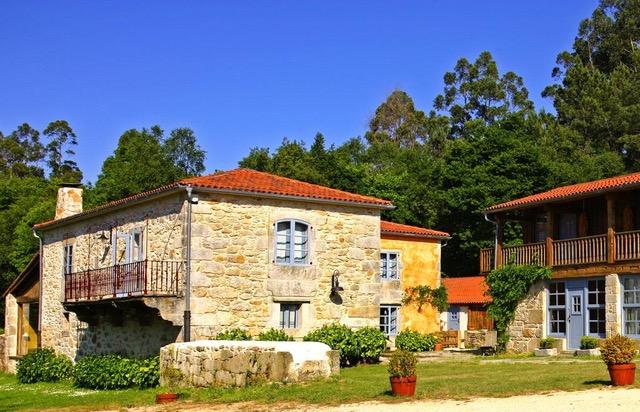 La imagen tiene un atributo ALT vacío; su nombre de archivo es casa-do-castelo-de-andrade-galicia.jpeg