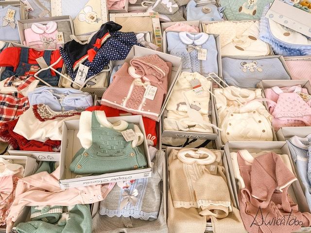 ropa de niños en la feria de Portugal