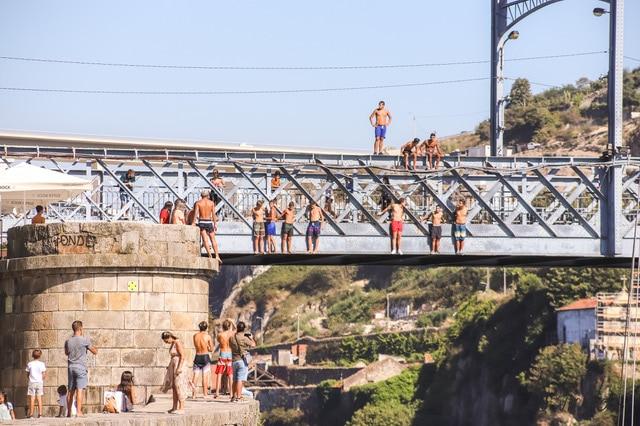 jovenes en Oporto