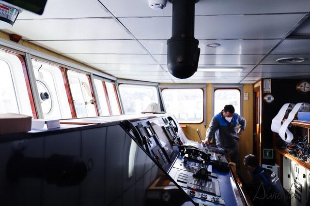 Puente de mando de un buque en Vigo
